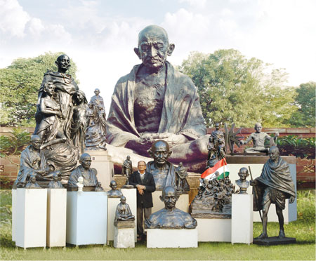 the life and teachings of mahatma gandhi 21082018 there was also an aspect of renunciation in gandhi's life: he gave up most possessions to live simply and make do  what makes mahatma gandhi a mahatma.